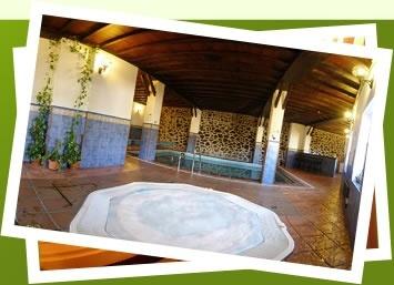 Beheiztes Hallenbad mit kostenlosem Jacuzzi